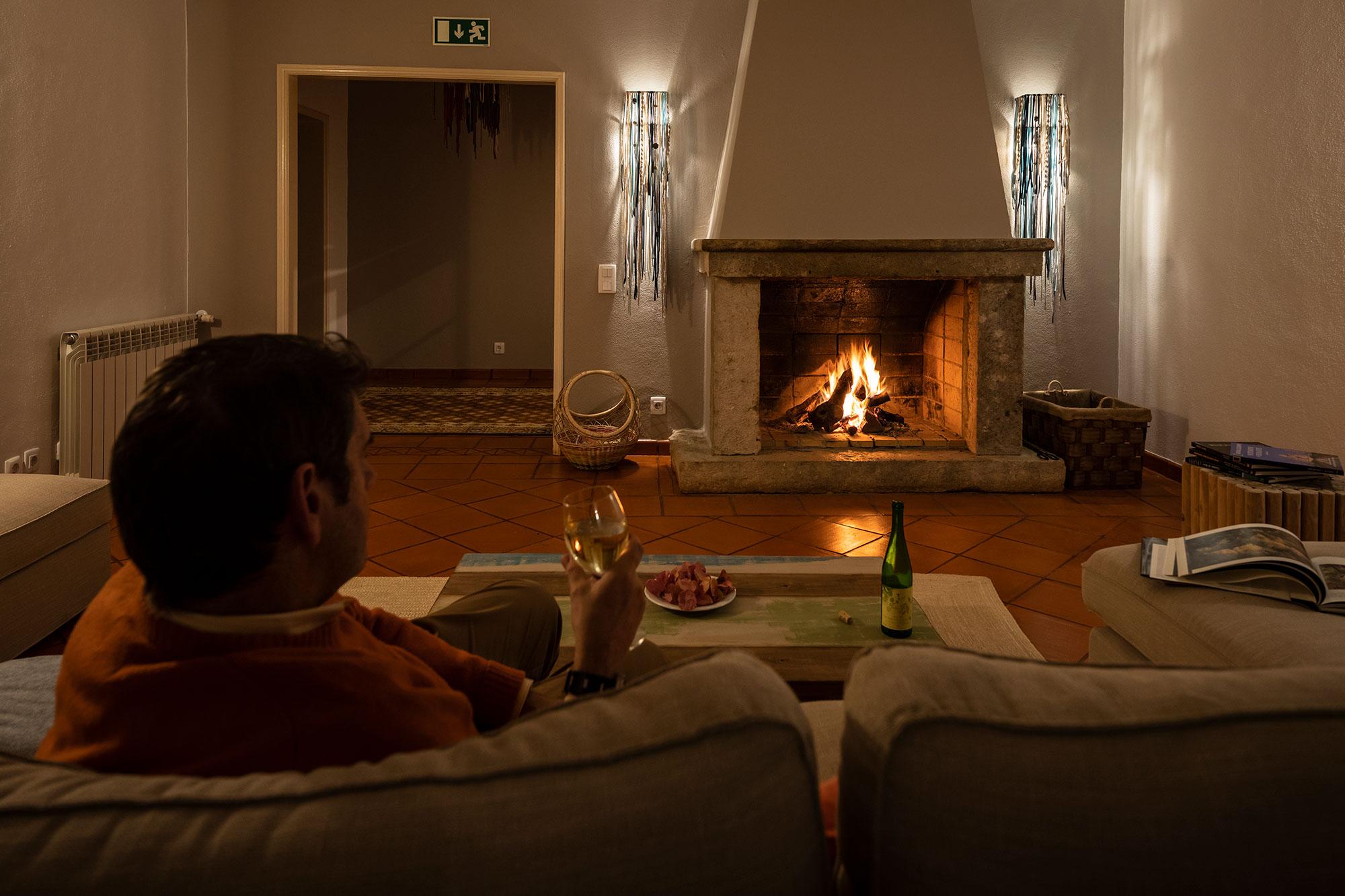 Notre salon avec son feu ouvert